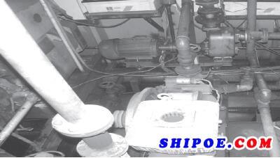 图1 某内河危险品船舶把主消防泵与应急消防泵同时设置在机舱内的情况