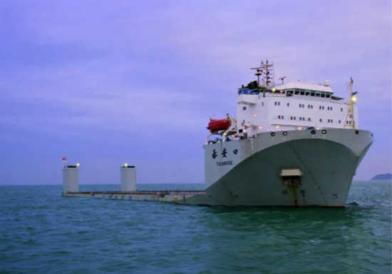 """1.8万吨半潜船""""泰安口""""号"""