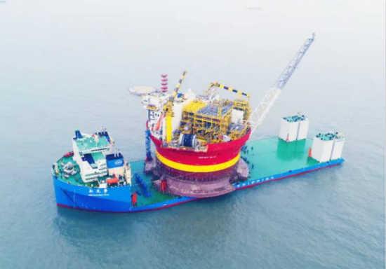 """10万吨级半潜船""""新光华""""号"""
