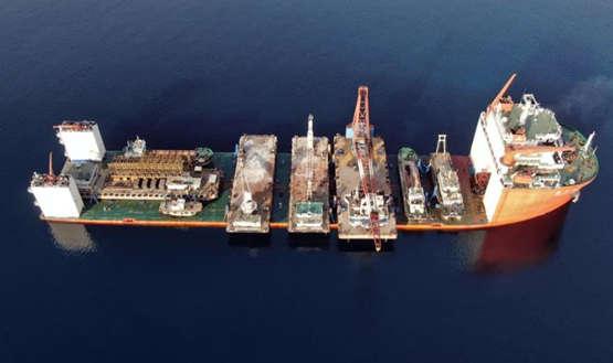 """""""振华33""""轮顺利抵达台州玉环卸货锚地,并成功完成6艘工程船浮卸作业"""