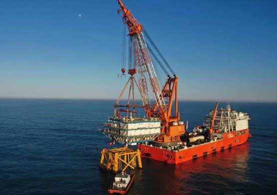 天津港航工程高效完成三峡集团在粤第三座海上升压站吊装
