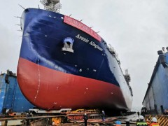 中集太平洋海工建造全球最大LNG运输加注船下水